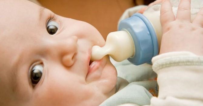 Tips Cerdas Membersihkan Botol Bayi