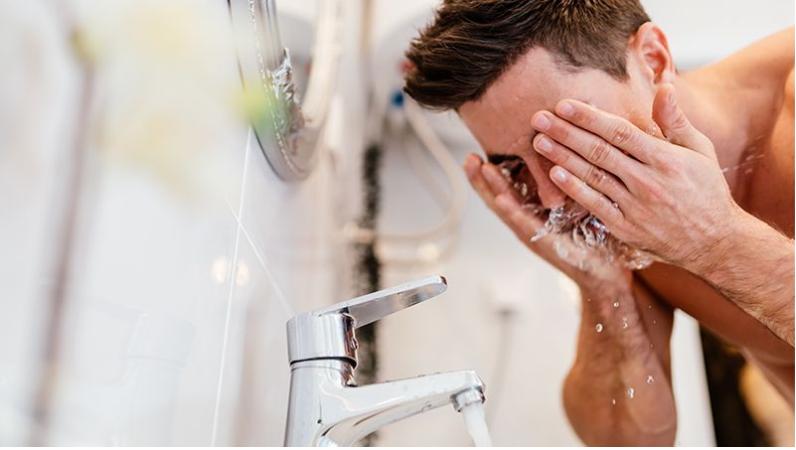 Terapkan 3 Tips Ini untuk Memilih Pembersih Wajah Pria yang Terbaik